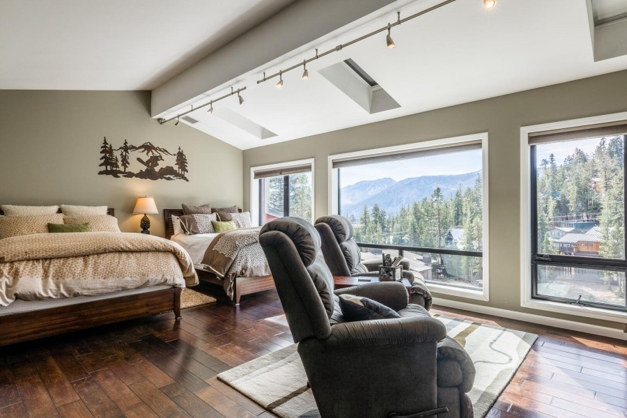 Open Loft with Private Bath and Breathtaking Views