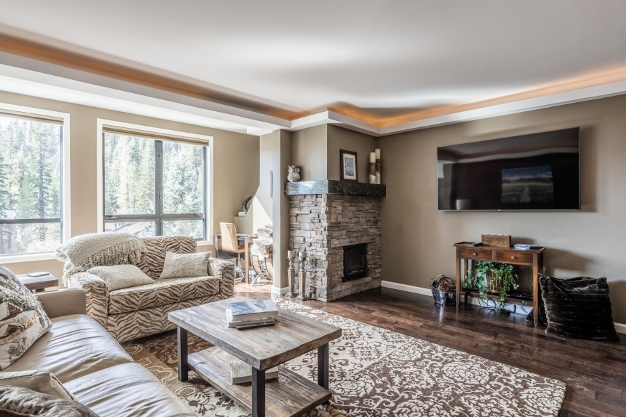 Deluxe Yet Cozy and Comfortable Slopeside Home