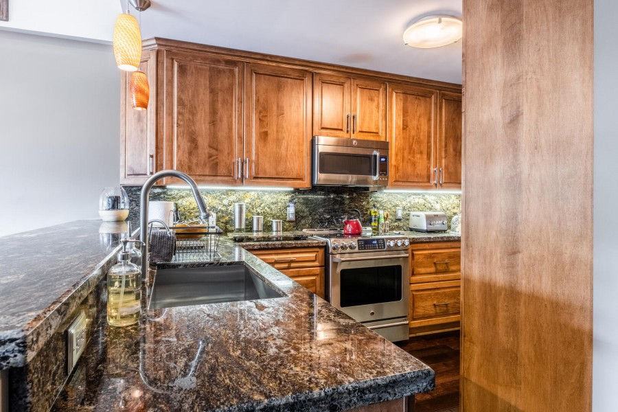 Deluxe Kitchen for Your Home-Cooked Meals