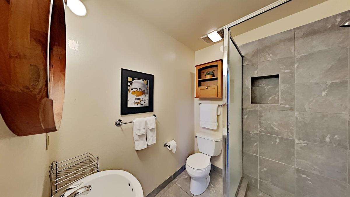 Second Bathroom - Shared