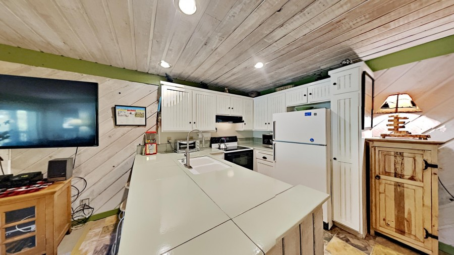Full-Size, Fully Equipped Kitchen