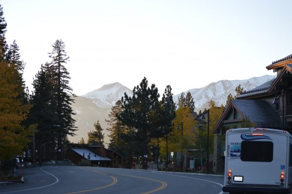 The bus lines of Mammoth Mountain run throughout the season. Below is your guide to navigating the city and taking advantage of the local bus lines.