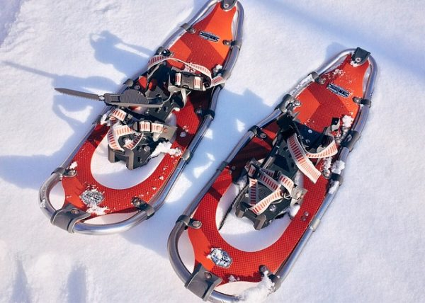 We look at the top 5 snow activities besides skiing or snowboarding which you can partake in on your upcoming Mammoth getaway.